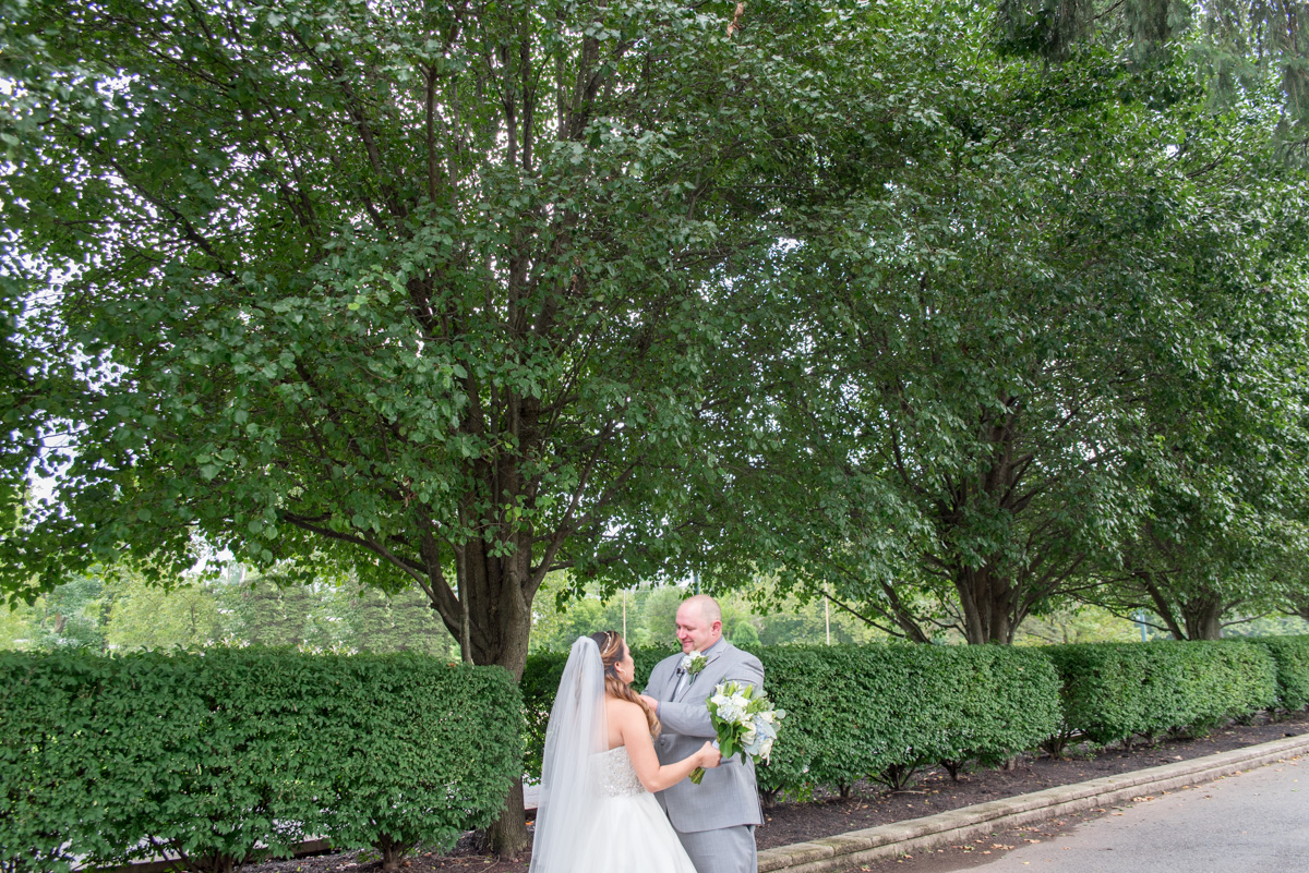 Bride and groom portraits sunnybrook wedding pottstown PA