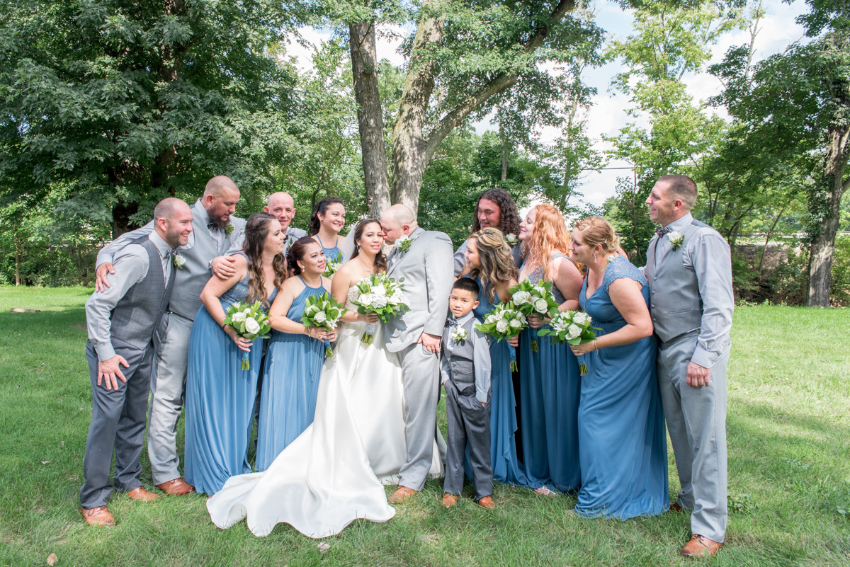 bride and groom with bridesmaids and groomsmen sunnybrook pottstown