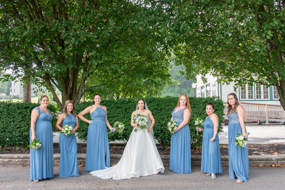 bride and bridesmaids photos sunnybrook pottstown wedding venue