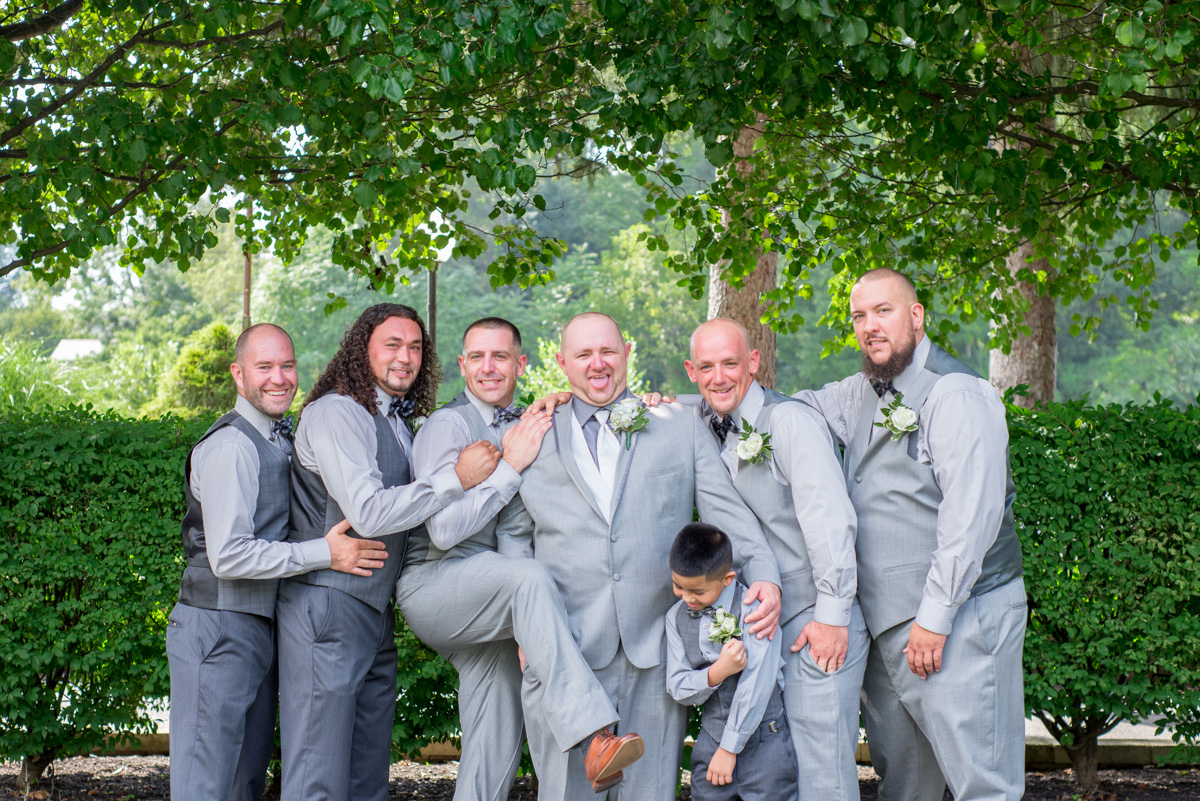 groom and gromsmen photos sunnybrook pottstown wedding venue